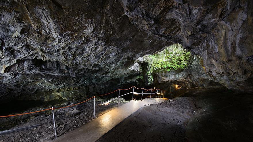 Más de 20.000 personas visitan las Cuevas de Güixas cada año