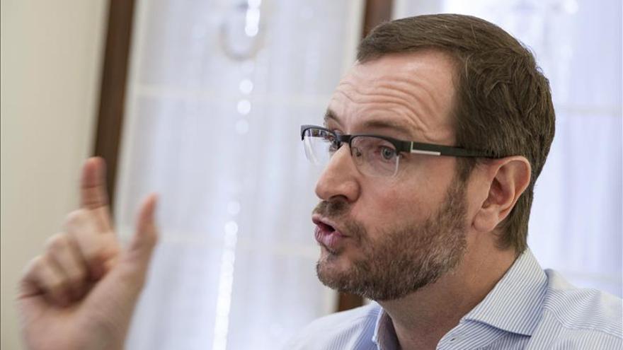 Maroto considera que lo que se debate hoy en el Congreso dificulta que Treviño sea Álava