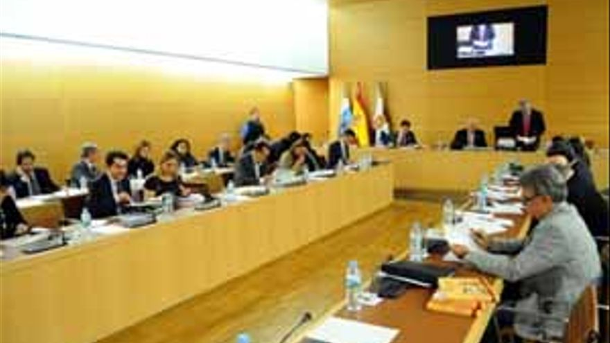 Pleno del Cabildo de Tenerife. (ACFI PRESS)