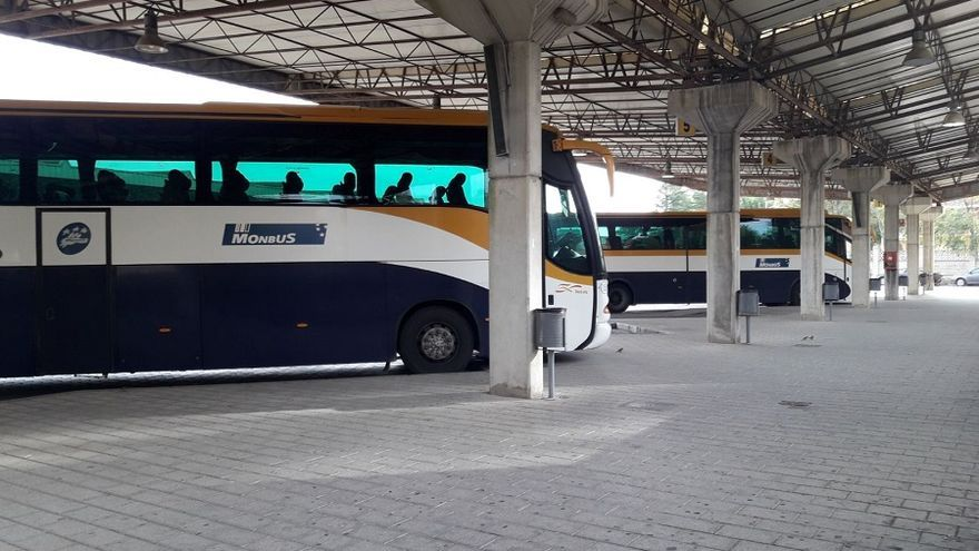 Autobuses de Monbus en la estación de Albacete.