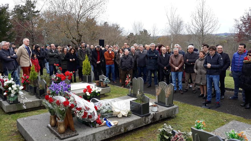 Archivo - El PSE-EE de Gipuzkoa recuerda en el cementerio de Lasarte-Oria (Gipuzkoa) al edil socialista de este municipio Froilán Elespe, asesinado por ETA
