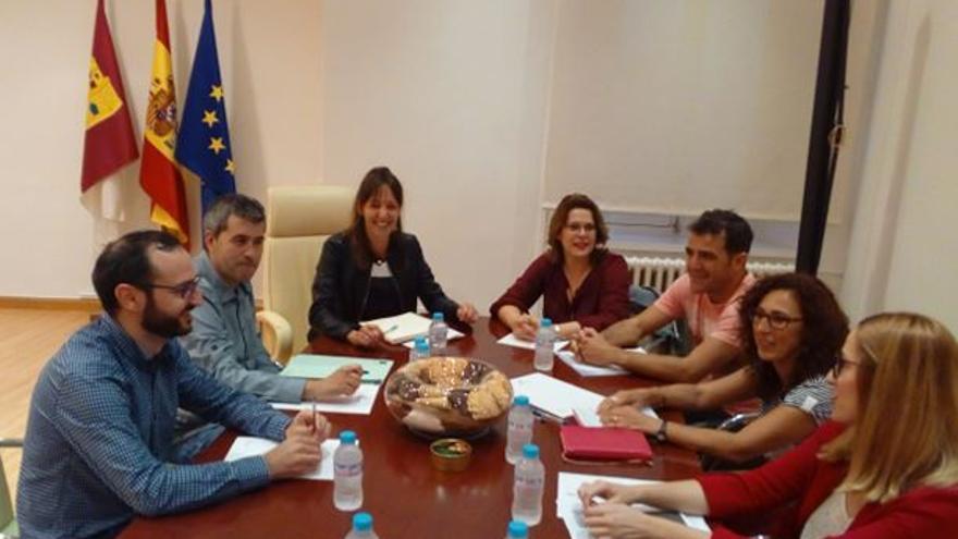 Reunión de trabajadores sociales con Inmaculada Herranz / Colegio regional de Trabajo Social
