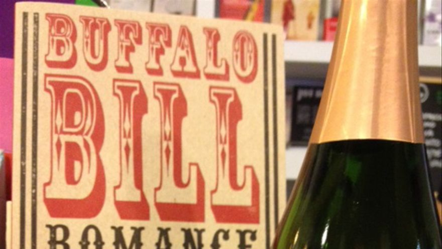 Botella de Búfalo Bill Romance, Carlos Pérez