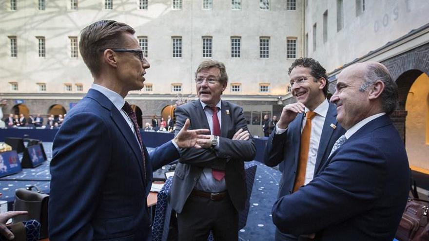 El ministro De Guindos, el presidente del Eurogrupo y los ministros belga y finlandés de Finanzas