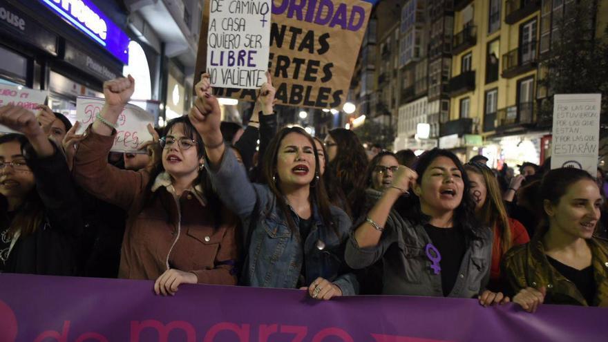 La participación en la manifestación del 8M en Santander ha sido histórica.   JOAQUÍN GÓMEZ SASTRE