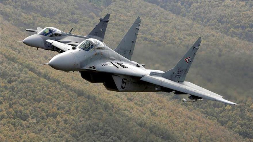 Un caza bombardea posiciones militares del régimen sirio cerca de Damasco