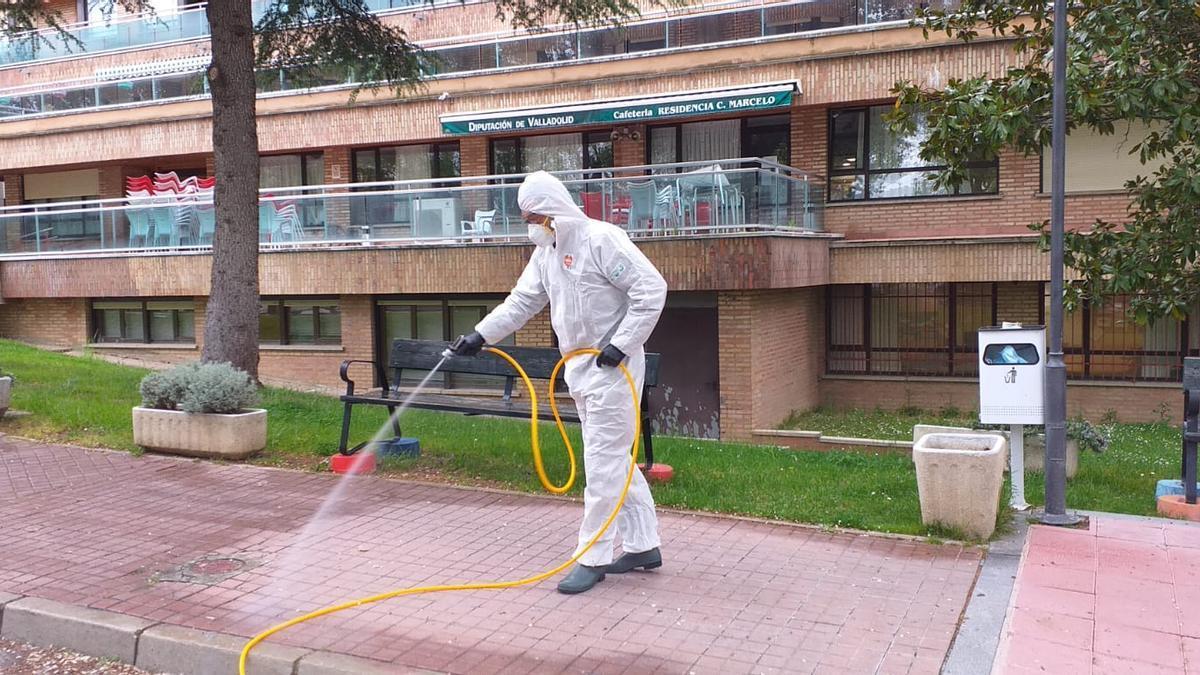 Desinfección en la residencia Cardenal Marcelo durante la primera ola de COVID-19.