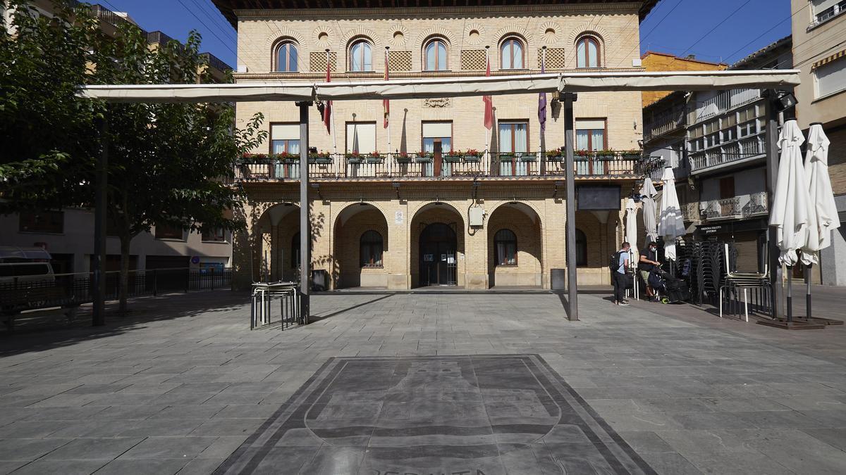 Plaza Principal de la localidad de Peralta, en Peralta, Navarra (España) a 23 de septiembre de 2020.