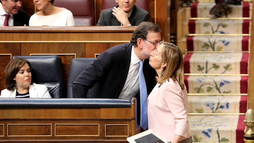 El presidente del Gobierno en funciones Mariano Rajoy y la presidenta de la Mesa del Congreso, Ana Pastor.