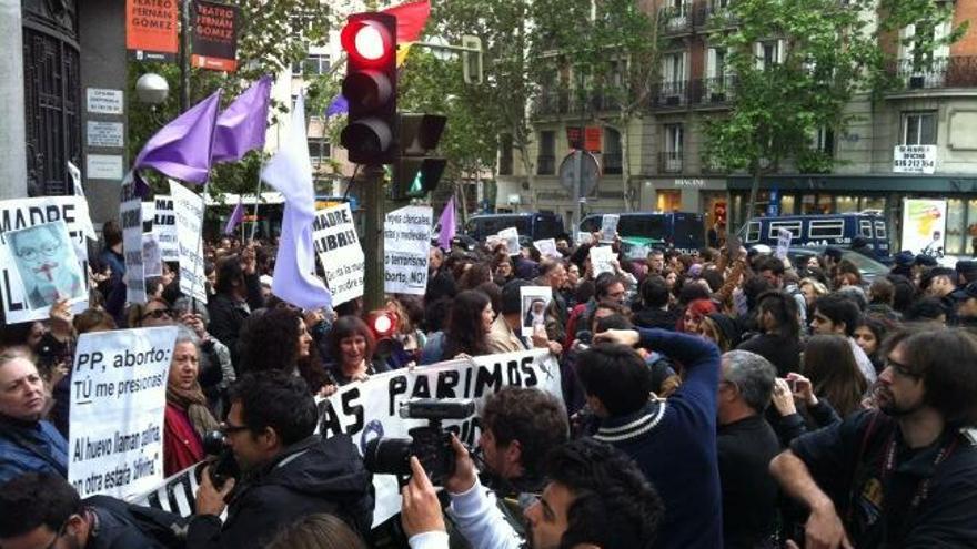 Escrache feminista frente a las sedes del PP