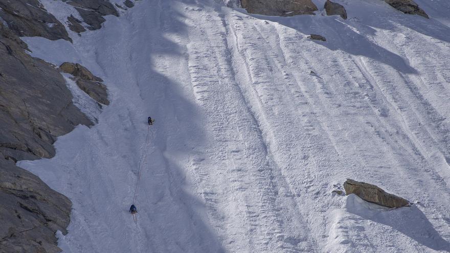 Juan Diego Amador y David Pérez en la pared de hielo.