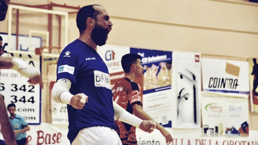 Yeray Olivero celebra en un partido