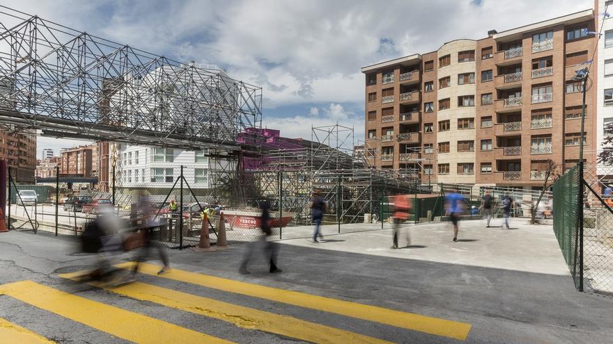 Bilbao Ría 2000 habilita el paso peatonal que permite dejar en desuso la pasarela de Irala
