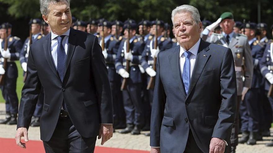 El presidente alemán recibe con honores militares a Macri en Berlín