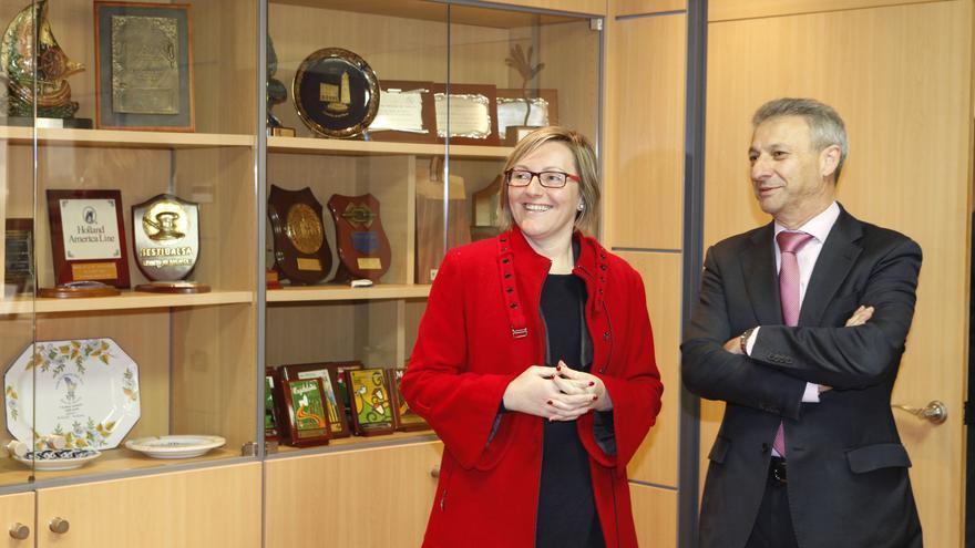 La consellera María José Salvador junto al presidente del puerto de Castellón, Francisco Toledo