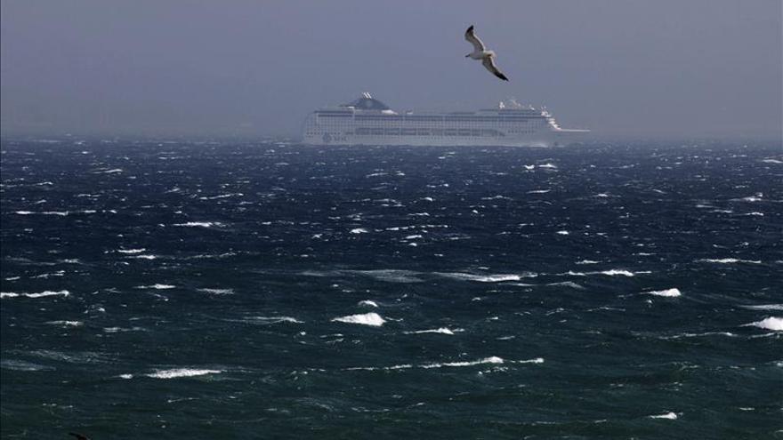 Cerrado el puerto de Tarifa y cancelaciones en el Estrecho por temporal