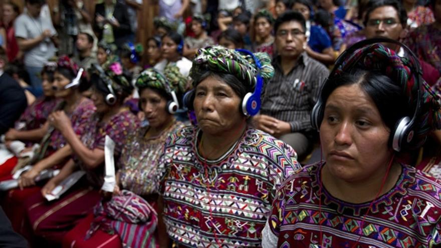 Mujeres indígenas ixil, víctimas de crímenes durante la dictadura, durante el juicio a Ríos Montt (Efe)