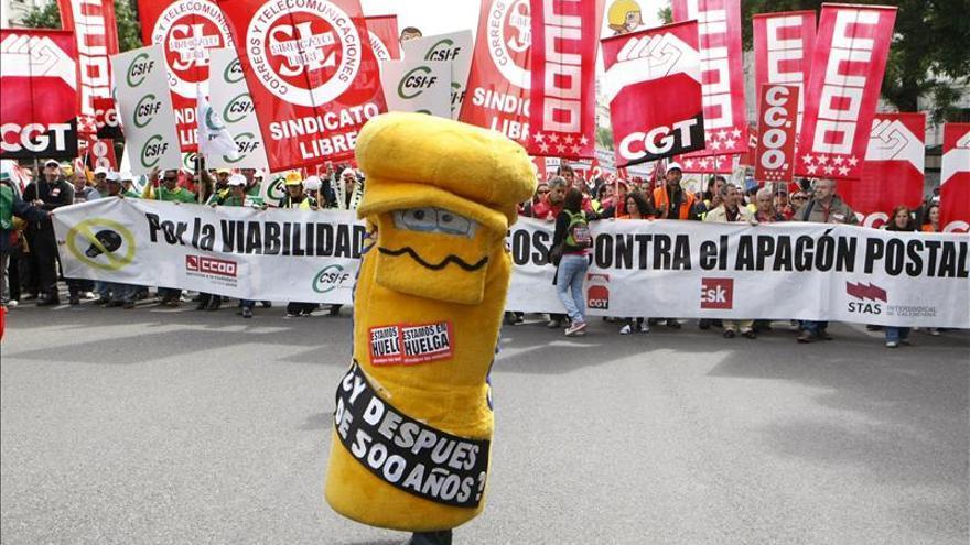 Arranca la manifestación de empleados de Correos, con miles de participantes