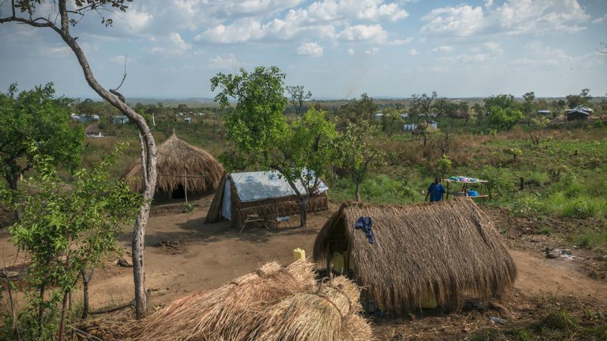 Gran parte de los recién llegados son acogidos en el complejo Bidibidi, que tiene aproximadamente 32 kilómetros de longitud y 20 de anchura. La llegada de refugiados a causa de la inseguridad generalizada alrededor de la ciudad sursudanesa de Yei no ha cesado en los últimos meses. Fotografía: Yann Libessart/MSF