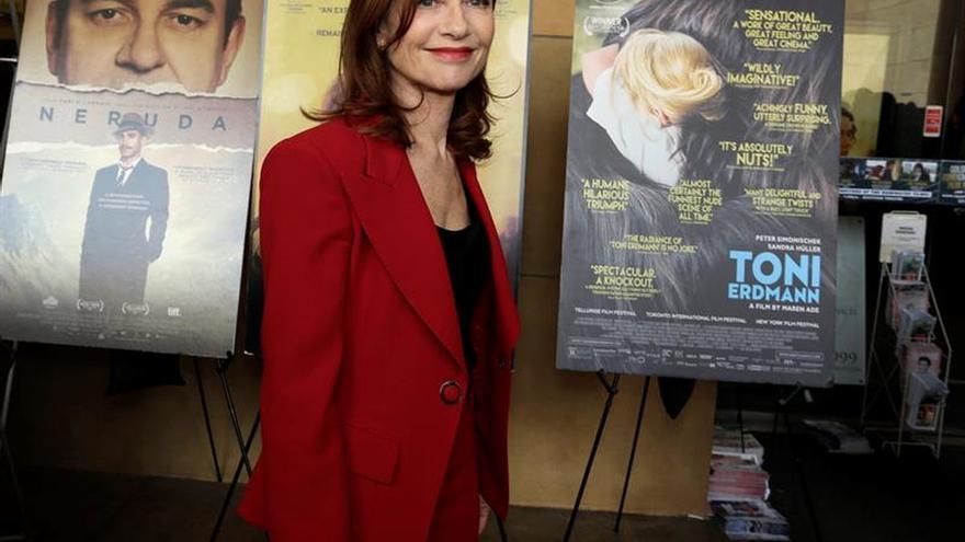 Isabelle Huppert anima al teatro a seguir resistiendo en su Día Mundial