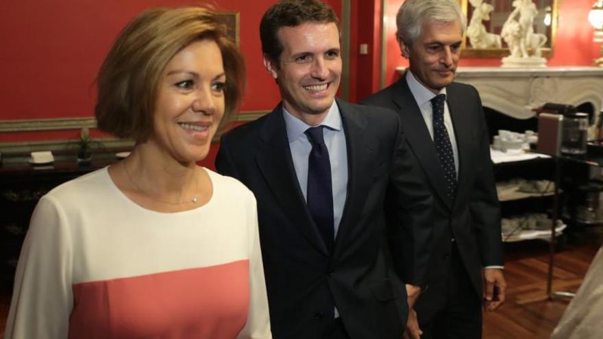 """Casado promete que si gana integrará a Santamaría,""""imprescindible"""" para el PP"""