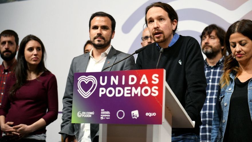 El coordinador general de IU, Alberto Garzón, y el líder de Unidas Podemos, Pablo Iglesias, junto a Juanma del Olmo, Irene Montero, Noelia Vera, Sira Rego, y Pablo Echenique.