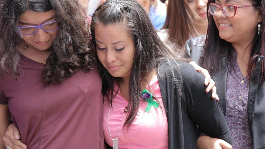 Absuelven a la joven acusada de homicidio por un supuesto aborto en El Salvador