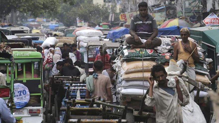 Los atascos son tan frecuentes que acaban con la hora punta en Delhi