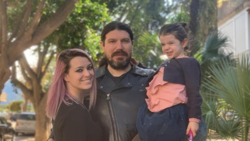 Raquel y José Ramón con su hija Emma