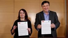 Firma del acuerdo entre el PSOE y Teruel Existe