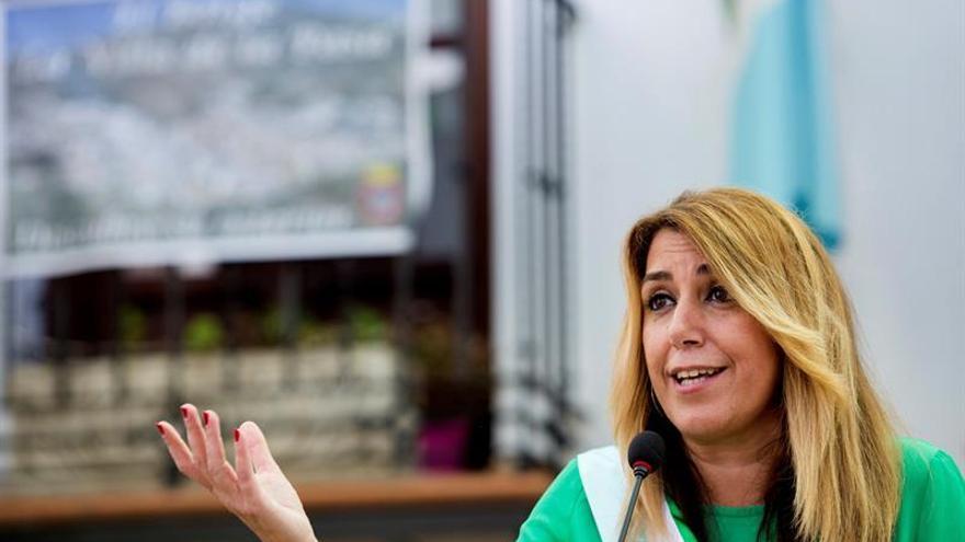 Susana Díaz valora que el sector de la uva pasa de El Borge por su tradición e innovación