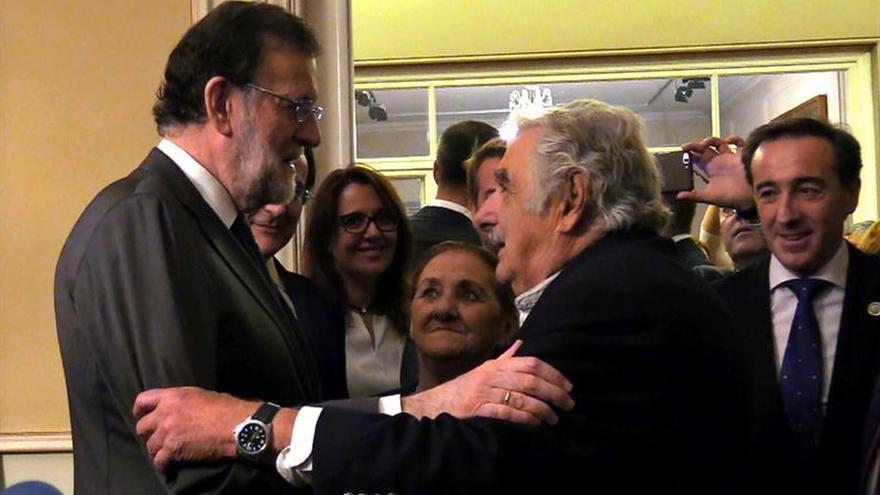 Rajoy presenta en Uruguay una España que no se rinde y que supera las crisis