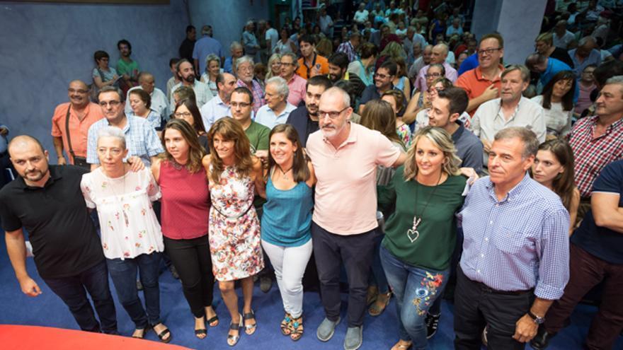 Carmen Dueso, cuarta por la izquierda, en el acto de presentación de su candidatura