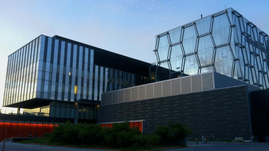 A pesar de los problemas que en 2008 tenía Blackberry, Lazaridis decidió volver a invertir en el centro de la Universidad de Waterloo