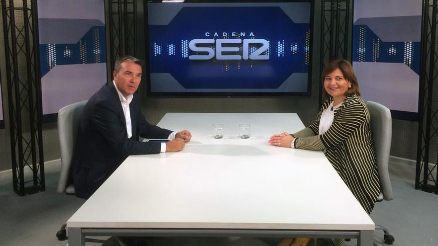 Isabel Bonig junto a Bernardo Guzmán durante la entrevista realizada por Radio Valencia