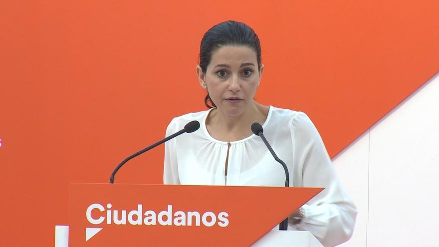 """Arrimadas dice que confía en los agentes de los Mossos, que no son la """"guardia pretoriana"""" de Puigdemont"""