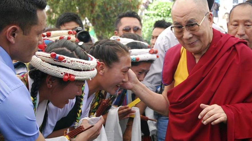 El Dalai Lama insta a Aung San Suu Kyi a defender a los rohinyás en Birmania