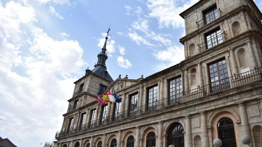 La FEMP y Hacienda acuerdan el uso del superávit municipal solo con el apoyo del PSOE