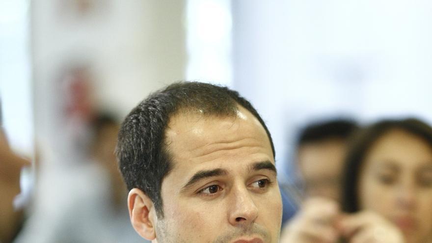 Aguado (C's) no descarta una abstención ante un pacto PSOE-Podemos si estos renuncian al referéndum en Cataluña